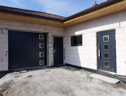 Garážová vrata a vchodové dveře
