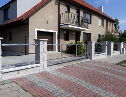 Vjezdová brána a branka Louny