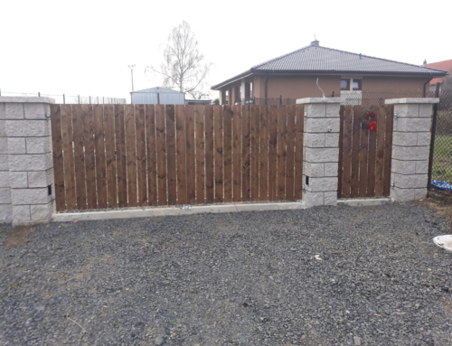 Vjezdová křídlová brána a branka
