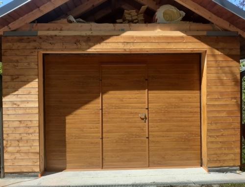 Garážová vrata se vstupními dveřmi