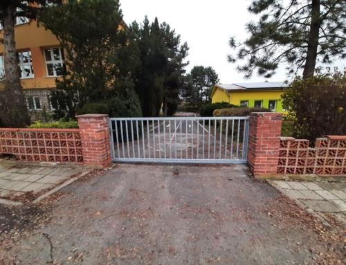 Vjezdová brána + branka